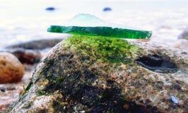 Glas auf dem Felsen Lizenzfreie Stockbilder