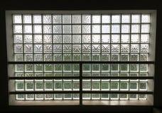 Glas auf der Wand Stockfotos