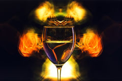 Glas auf einem abstrakten Hintergrund Lizenzfreie Stockfotos