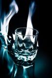 Glas auf Feuer stockbild