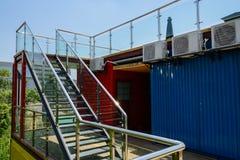 Glas-balustradedstahltreppenhaus, zum der Terrasse BehältermAs zu überdachen Lizenzfreie Stockfotografie