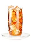 Glas bevroren thee met ijsblokjes Stock Foto's