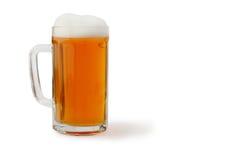 Glas Bier lokalisiert auf Weiß Lizenzfreies Stockbild