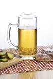 Glas Bier und salzige Fische Lizenzfreie Stockbilder