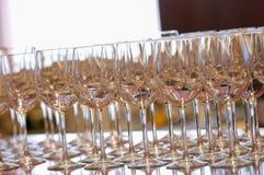 Glas bij de Bar rond Yokohama, Japan Vele dingen worden gebruikt als vertoningen voor het onderhouden van klanten In de zomertijd stock foto