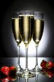 Glas Champagner mit Erdbeere Lizenzfreies Stockbild