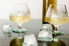 Glas cognac en ijs royalty-vrije stock foto's
