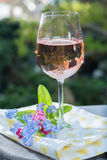 Glas of cold rose wine, outdoor terrase, sunny day, spring garde Royalty Free Stock Images