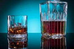 Glas der Alkohol- und Glasflasche Stockfoto