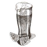 Glas der Biervektorlogo-Designschablone alcohol vektor abbildung