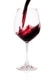 Glas der Rotweinnahaufnahme lokalisiert auf Weiß Lizenzfreie Stockbilder
