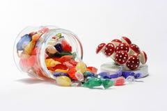 Glas der Süßigkeit mit dekorativer Kappe Lizenzfreies Stockfoto