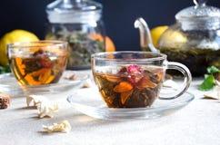 Glas des grünen Tees der Schale Lizenzfreies Stockbild
