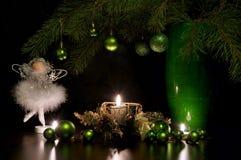 Glas des Rotweins und der Kerze Stockbild
