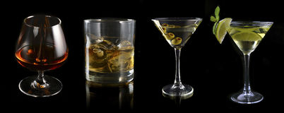 Glas des Satzes Geistes und Cocktails stockfoto