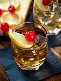 Glas des sauren Cocktails des Whiskys Lizenzfreie Stockbilder