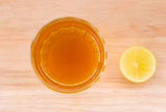 Glas des Tees und der Zitrone Stockbild
