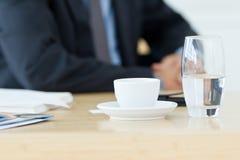 Glas des Wassers halb leer Lizenzfreies Stockfoto