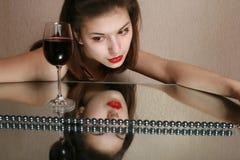 Glas des Weins und der Jugend. Stockfotos