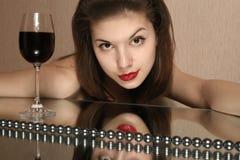 Glas des Weins und der Jugend. Stockbilder