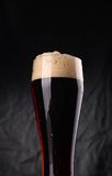 Glas donker bier Stock Fotografie