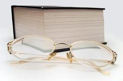 GLAS E LIBRO Fotografia Stock