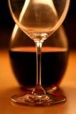 Glas e vinho (colheita) Fotografia de Stock Royalty Free