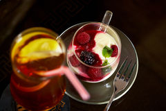 Glas Eistee mit Zitronenkälte Lizenzfreies Stockfoto
