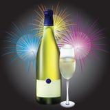 Glas en fles champagne en firew Royalty-vrije Stock Foto's