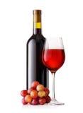 Glas en Fles Rode Wijn met Druiven Stock Afbeeldingen