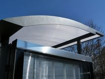 Glas en het Aluminium Gestructureerde detail van het Wachthuisjedak stock foto's