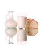 Glas en kruik met melk royalty-vrije stock foto's