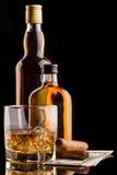 Glas en wisky bottls Royalty-vrije Stock Foto