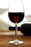 Glas fijne Italiaanse rode wijn Stock Afbeelding
