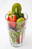 Glas Früchte auf weißem Hintergrund Lizenzfreies Stockfoto