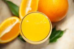 Glas frischer Orangensaft Lizenzfreie Stockfotos