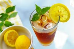 Glas gefrorener Tee Lizenzfreie Stockfotografie