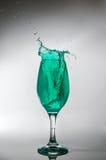 Glas grünes Wasserspritzen Lizenzfreie Stockfotografie