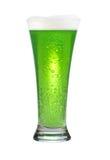 Glas groen bier stock foto's