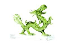 Glas groene die draak op witte achtergrond wordt geïsoleerd Royalty-vrije Stock Afbeelding