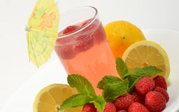 Glas Himbeere-Limonade stockfotografie