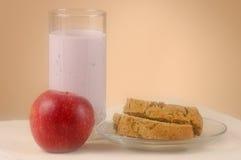 Glas Joghurtapfel und -brot Stockfoto