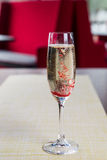 Glas kalter Champagner Lizenzfreie Stockbilder