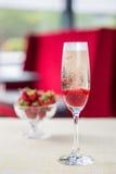 Glas kalter Champagner Stockbild