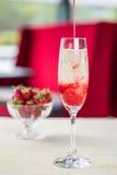 Glas kalter Champagner Stockfotografie