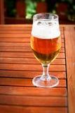 Glas kaltes Bier stockbild