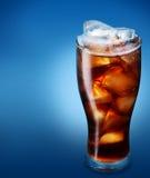 Glas kola met ijs Stock Afbeelding