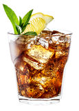 Glas kola met ijs, munt en citroen op wit wordt geïsoleerd dat. Clippi Royalty-vrije Stock Foto's