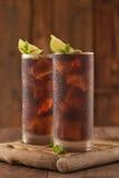 Glas Kolabaum mit Eis Stockfotos
