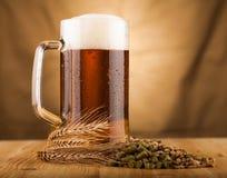 Glas licht bier op lijst Royalty-vrije Stock Fotografie